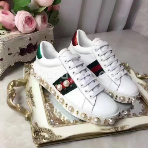 Купить женские кроссовки Gucci с жемчугом и заклепками точная копия ... 0c0c1cee3a8
